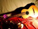 Mientras mi guitarra llora tiernamente